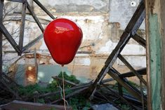 By Maud Téphany with Caulino Ceramics. 1 Red & 4 Pink Handmade Ceramic Balloons