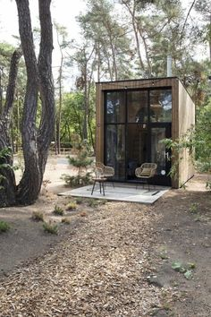Une tiny house dans les bois – PLANETE DECO a homes world Source by lillyrosed Tiny House Cabin, Tiny House Living, Tiny House Design, My House, Tiny House Village, Micro House, Tiny Houses, Tiny Cabins, Living Room