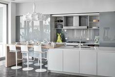 armarios preciosos de color gris en la cocina