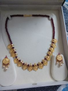 Upasri Pearl Necklace Designs, Gold Earrings Designs, Gold Designs, Antique Jewellery Designs, Gold Jewellery Design, Bridal Jewellery, Gold Jewelry Simple, Light Weight Gold Jewellery, Simple Necklace