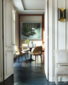 Parisian apartment byKelli Wilde and Laurent Champeau: Dining table Tulip (1956) and Executive side chairs (1951) by Eero Saarinen for Knol...