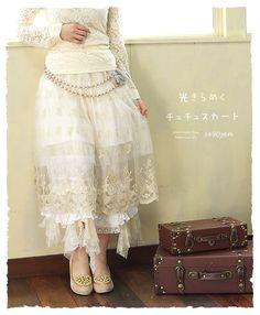 【楽天市場】【再入荷♪5月21日11時より】光きらめくチュチュスカート。  裾がスカラップカットになった繊細なチュールレースで、大人のガーリーアイテム。柔らかなチュールに、繊細で幻想的なゴールドの刺繍。(メール便不可)森ガ-ル:ワンピース専門店 Cawaii