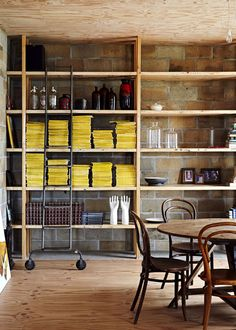 Chão no teto ou teto no chão? Veja mais: http://casadevalentina.com.br/blog/detalhes/chao-no-teto-ou-teto-no-chao-2937 #decor #decoracao #interior #design #casa #home #house #idea #ideia #detalhes #details #modern #moderno #style #estilo #casadevalentina #diningroom #saladejantar