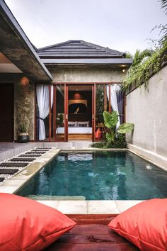 Located miles from Echo Beach, La Isla Villas Bali offers an outdoor swimming pool, a garden and air-conditioned accommodations with a balcony and free. Backyard Pool Landscaping, Backyard Pool Designs, Small Backyard Pools, Swimming Pools Backyard, Swimming Pool Designs, Villa Design, Bali Style Home, Kleiner Pool Design, Small Villa
