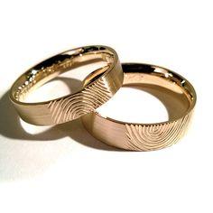 Obrączki z żółtego złota próby 750.  Marcin Gronkowski i Jan Suchodolski  http://waszeobraczki.pl/ #ślub #obrączki #fingerprint