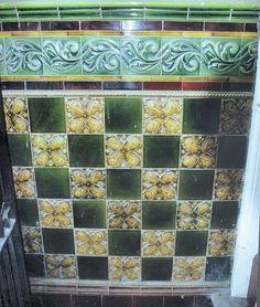 Victorian or Edwardian quarter tiles at The Stamford Arms pub, Lime Street, Wolverhampton Victorian Porch, Victorian Tiles, Victorian Bathroom, Azulejos Art Nouveau, Art Nouveau Tiles, Porch Wall Tiles, Decorative Tile, Decorative Boxes, Minton Tiles