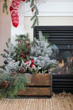 Vintage Decor Rustic 17 Amazing Rustic Christmas Decor Ideas That Look So Cozy - The ART in LIFE - Hey there people! Are you getting in the holiday mood? We have fo you amazing rustic Christmas decorations. It is time to bring the holiday spirit in Christmas Mantels, Noel Christmas, Christmas Projects, Winter Christmas, Vintage Christmas, Christmas Wreaths, Christmas Greenery, Christmas Lights, Christmas Arrangements