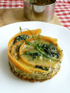 Omelette d'ortie Omelette Baveuse, Vegetarian Recipes, Cooking Recipes, Salmon Burgers, Quiche, Entrees, Delish, Menu, Yummy Food