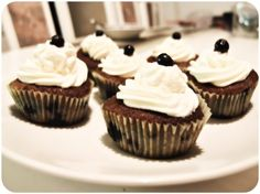 Blueberry Cupcakes. Blueberry Cupcakes, Mini Cupcakes, Dumb And Dumber, Sweet Tooth, The Cure, Sugar, Baking, Lady, Desserts