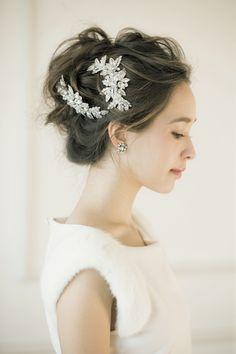 \アクセサリー使いが可愛すぎる!/ハツコ エンドウが作る花嫁ヘアが人気なワケ♡にて紹介している画像