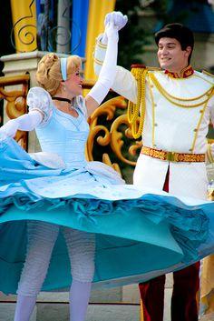 "Love her ""bloomer leggings""! Cinderella and Prince Charming Walt Disney, Disney Couples, Disney Girls, Disney Love, Cinderella Cosplay, Cinderella Prince, Cinderella And Prince Charming, Disneyland Face Characters, Disney World Characters"