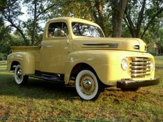 1948 Ford Vintage Pickup Trucks, Antique Trucks, Old Ford Trucks, Vintage Trucks, Antique Cars, 1950 Ford Pickup, Gmc Pickup, Ford Classic Cars, Classic Trucks