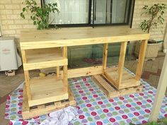 Pallet Wood Computer Desk: A sturdy desk built with shelves sized to suit my essential computer hardware. Pallet Desk, Pallet Furniture, Cool Furniture, Pallet Tables, Computer Desk Design, Wood Computer Desk, Small Computer, Diy Pallet Projects, Wood Projects