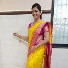 The Marathi Saree Beautiful Girl Indian, Most Beautiful Indian Actress, Beautiful Girl Image, Beautiful Saree, Marathi Saree, Marathi Bride, Marathi Nath, Cute Beauty, Real Beauty