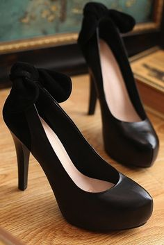 Bow leather high heels