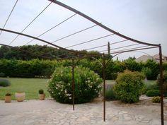 pergola en fer forgé modèle arceaux Aix En Provence, Outdoor Spaces, Outdoor Living, Simple Designs, Gazebo, Backyard, Arbors, Landscape, Yard Ideas