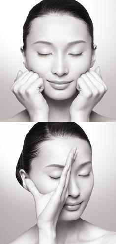 """フェイスラインがすっきりした!肌が綺麗になった!と評判の、SUQQU発の""""顔筋マッサージ""""についてご紹介します。1回たったの3分で効果アリ!毎日の習慣にするだけで顔の印象が変わりますよ。"""