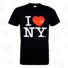 Schwarz passt zu allem! So auch dieses originale I LOVE NY T-Shirt in klassischem Schwarz. Mit dem Herzen am richtigen Fleck, lässt dieses T-Shirt das New Yorker Herz garantiert höher schlagen! Bei uns erhälst du DAS originale und offiziell lizenzierte I LOVE NY T-Shirt mit Hologramm und Seriennummer direkt aus New York City. Sehr feine und robuste Baumwolle mit ausgezeichneter Verarbeitung. Es handelt sich NICHT um einen nachgemachten Aufdruck! Original I LOVE NY® Lizenzprodukt.