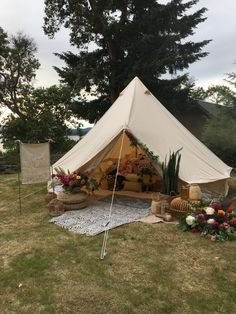 Teepee Tent Camping, Bell Tent Camping, Diy Tent, Canopy Outdoor, Camping Glamping, Picnic Theme, Luxury Glamping, Outdoor Wedding Inspiration, Tent Decorations