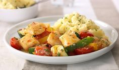 Roerbak van vis, tomaten, paprika en courgettes met aardappelpuree