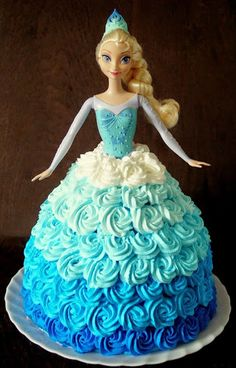 Torte Frozen, Frozen Doll Cake, Elsa Torte, Elsa Doll Cake, Princess Doll Cakes, Frozen Cupcakes, Barbie Birthday Cake, Elsa Birthday Party, 4th Birthday Cakes