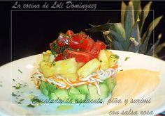 Ensalada de aguacate, piña y surimi con salsa rosa