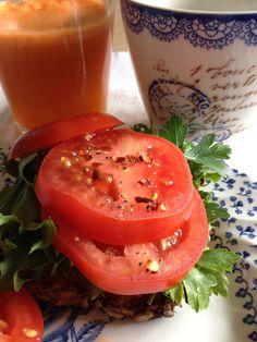 Bread, tomatoe, carrot juice and green tea. Carrots, Juice, Stuffed Peppers, Bread, Vegetables, Breakfast, Food, Morning Coffee, Meal