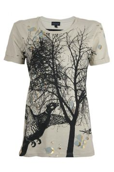 Meet the new spring collection! The birdy trend, very cute. This beige top has a beautiful  black pattern on it with a tree and a bird. This top has a long model and a casual tee model. Check  out the golden colored details on this top. Wear with a blazer and you are ready to go..   www.2dayslook.com