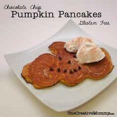 How to make pumpkin-shaped pancakes! {Easy tutorial from OneCreativeMommy.com} #halloween #fallrecipe