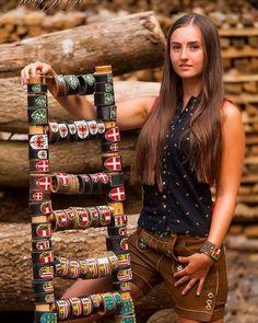 Armbänder mit den Wappen Österreichs Fitbit, Fashion, Crests, Handmade, Moda, Fashion Styles, Fashion Illustrations