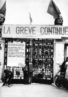 L'Ecole des Beaux- Arts en grève, juin 1968 © Photo Roger-Viollet. Paris Images, Paris Photos, Mai 68, General Strike, Old Paris, French Revolution, Freedom Fighters, Mayo, French Nails
