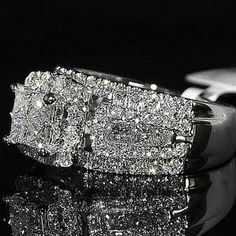 Bague Diamant Tendance : Wedding Ring Princess Cut Diamond 3 in 1 style Cathedral side Big Princess Cut Rings, Princess Cut Diamonds, Pretty Rings, Beautiful Rings, Jewelry Rings, Fine Jewelry, Jewlery, Jewelry Accessories, Diamond Wedding Rings