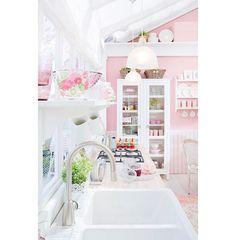 Shabby Chic Kitchen, Vintage Kitchen, Retro Vintage, Kitchen Decor, Kitchen Ideas, Pastel Kitchen, Kitchen Colors, Pretty Pastel, Candy Colors