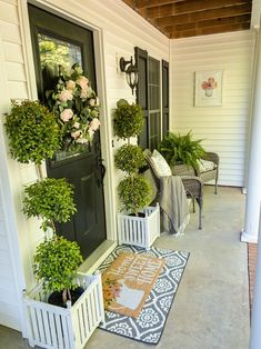 summer wreath ideas Home Stories Summer Front Porches, Small Front Porches, Summer Porch Decor, Planters For Front Porch, Decorating Tips, Patio Decorating Ideas On A Budget, Decor Ideas, Small Porch Decorating, Door Decorating