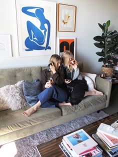 UO Interviews: Home for the Holidays with Taylr + Tarah Kreutziger