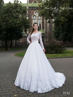 Wedding dress ''Viola'' from NYC Bride. This 'princess' silhouette wedding dress wit Wedding Gowns With Sleeves, Long Sleeve Wedding, Best Wedding Dresses, Dress Wedding, Girls Bridesmaid Dresses, Girls Dresses, Bride Dresses, Formal Dresses, Vietnamese Wedding Dress