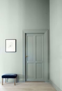 How to paint an interior door - practical tips and over 100 inspiring ideas The big trends in interior design have already been unveiled. On the program: the colorful entrance doors that are true decorative elements. Home Decor Painted Interior Doors, Painted Doors, Interior Design Tips, Interior Decorating, Color Interior, Interior Ideas, Interior Inspiration, Modern Wooden Doors, Modern Entrance