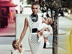 5 Must-have вещей для молодых мамочекКаждая молодая мама ежедневно задумывается над тем, что одеть на прогулку с ребенком. Времени на сборы обычно мало, а хочется отлично выглядеть и при этом, чтобы было удобно и тепло. Из «прошлого гардероба» у многих мамочек только каблуки, рабочие костюмы, платья, блузы и юбки-карандаши, а ребенок требует совершенно иного образа жизни, который не предусматривает формальный внешний вид.