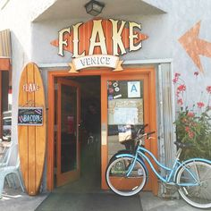 Flake breakfast and coffee shop on Rose Ave in Venice Beach.