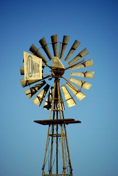 Windpomp magic Country Farm, Country Life, Country Style, Wind Machine, Water Wheels, Wind Mills, Farming Life, Water Mill, Wind Power