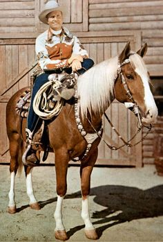 Gene Autry and Champion. My favorite as a child. I carried a Gene Autry lunch pail to school every day.the same one and it was totally LOVED & trashed by the time I went to Jr. Real Cowboys, Cowboys And Indians, Cowboy Horse, Cowboy And Cowgirl, Western Movies, Western Film, Western Style, The Lone Ranger, Tv Westerns