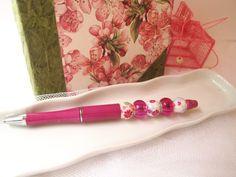 Stylo bijou rose fuchsia et perles fleuries et roses , Cadeau féminin,romantique , pour femme : Matériel pour écriture par lacaudry-creation