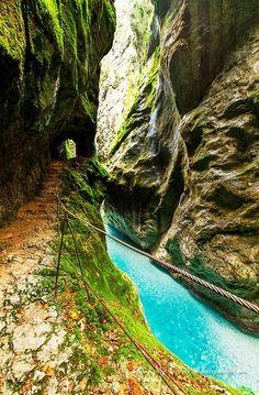 Soca Valley, Slovenia  #Soca #Valley #River #Slovenia   https://www.facebook.com/Maladviagem