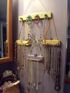 necklace organization -- since I now wear the same one every day, I NEED thus so I can display all my other pretties!!