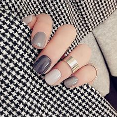A manicure is a cosmetic elegance therapy for the finger nails and hands. A manicure could deal with just the hands, just the nails, or Short Nail Designs, Cool Nail Designs, Grey Nail Designs, Colorful Nail Designs, Trendy Nails, Cute Nails, Design Ongles Courts, Nagel Hacks, Nagellack Design
