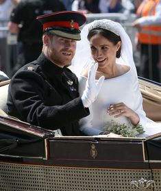Prince Harry and Meghan Markle ride in an Ascot Landau through Windsor - Harry And Meghan Wedding, Harry Et Meghan, Harry Wedding, Prince Harry And Megan, Wedding Pics, Wedding Ceremony, Wedding Ideas, Prinz Harry Meghan Markle, Harry And Megan Markle