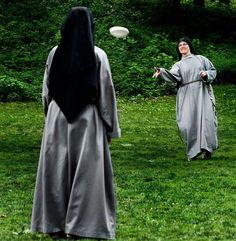 37 Photos that Prove that Catholic Nuns Live Boring Lives. Pope Francis explains the joy of giving one's life to Christ and to the Catholic Church. Change Of Habit, Female Friendship, Bride Of Christ, Ultimate Frisbee, Boring Life, In Vino Veritas, Godly Woman, Roman Catholic, Religion