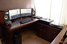 Every man cave should come equipped with battlestations like these (26 Photos)
