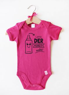 Babybody mit Namen - Babyflasche in Pink Pink, Names, Nice Asses, Pink Hair, Roses