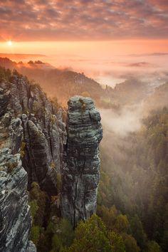 """Sunrise on """"Höllenhund"""" in the Saxon Switzerland."""